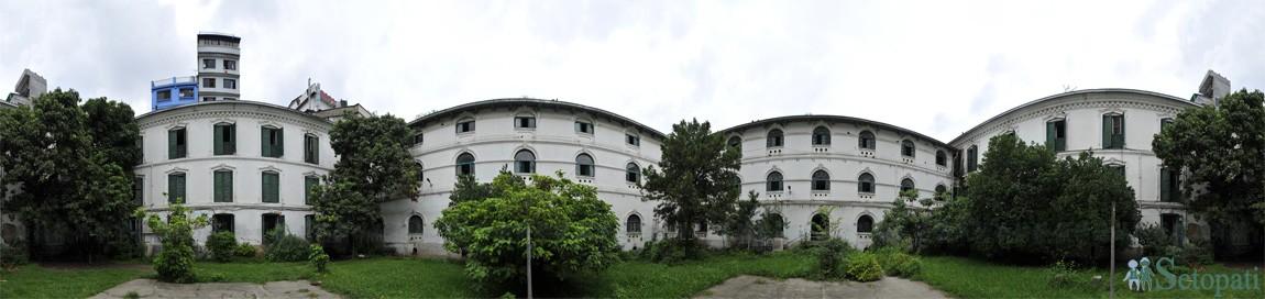 सुन्धारास्थित काठमाडौं महानगरपालिकाको कार्यालय रहेको बागदरबार। तस्बिर: नारायण महर्जन/सेतोपाटी