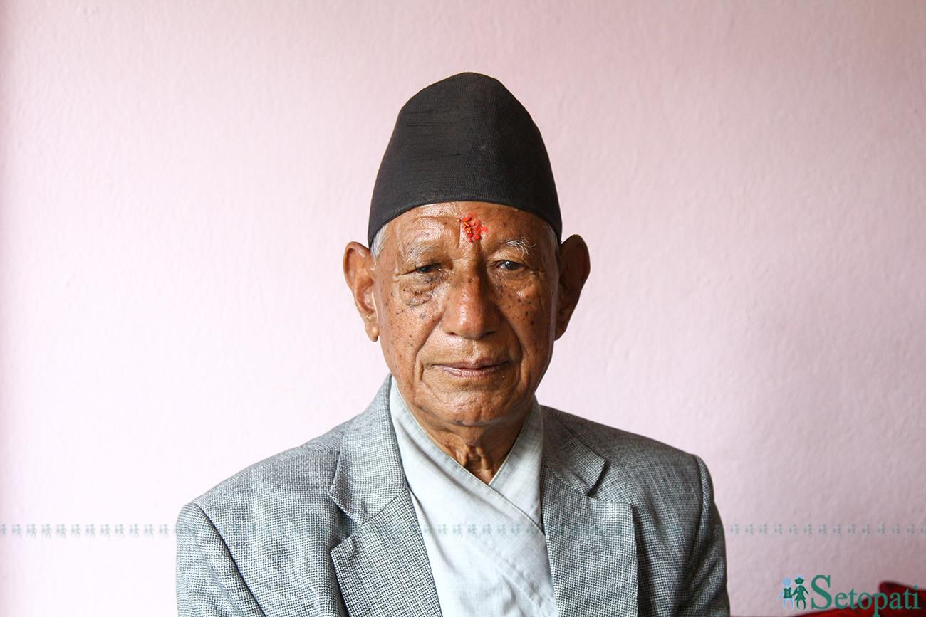 ७८ वर्षीय वडाध्यक्ष नरसिंह व्यञ्जनकार। तस्बिरः निशा भण्डारी/सेतोपाटी