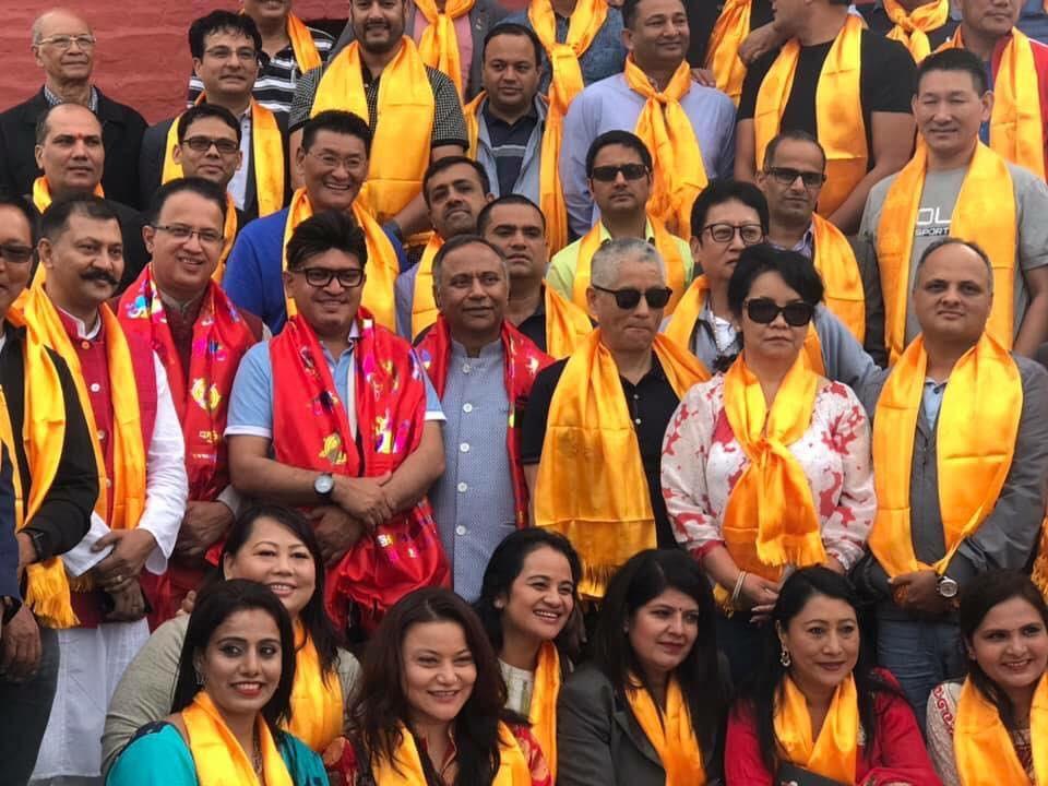 गैर आवासीय नेपाली दिवस मनाउन भेला भएका पूर्वअध्यक्षसहित पदाधिकारी र सदस्यहरू। तस्बिरः हेमन्त काफ्ले