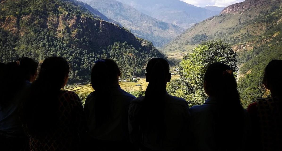 सिन्धुपाल्चोकका किशोरीहरू। तस्बिरः अनिता थापा