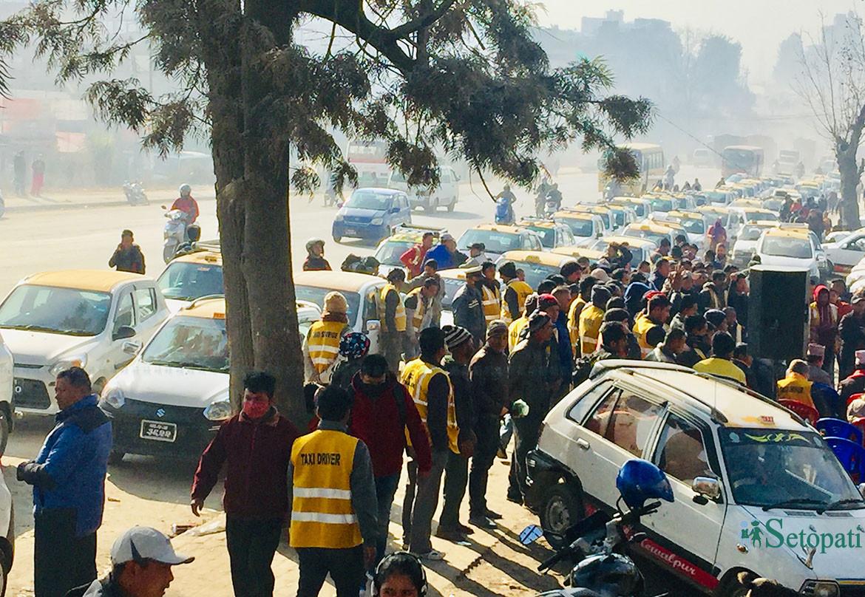 ट्याक्सी चालकहरूको सामूहिक प्रण- हामी अब मिटरमै जान्छौं