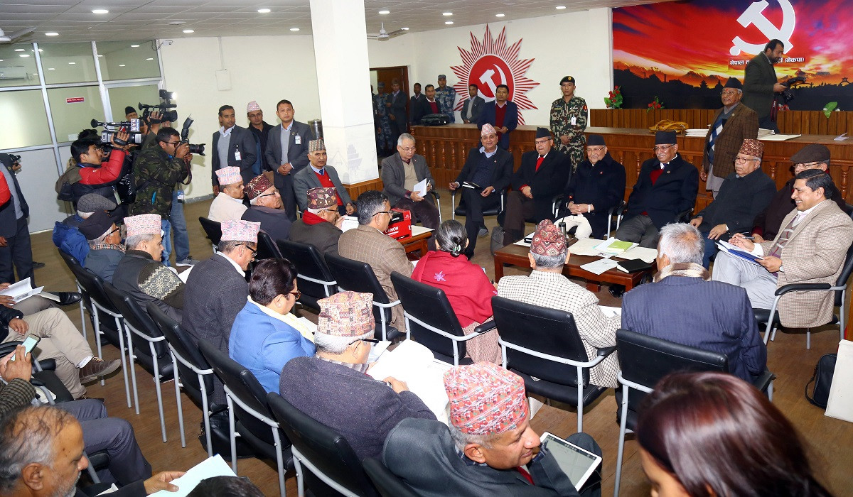 प्रचण्डले स्थायी समितिमा राखे २२ पृष्ठ लामो राजनीतिक प्रतिवेदन