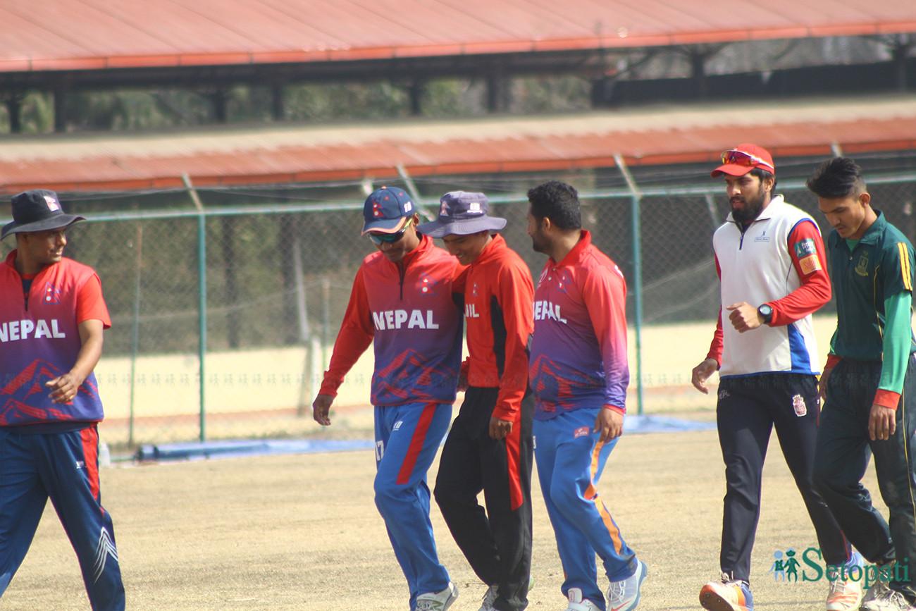 त्रिवि क्रिकेट मैदानमा अभ्यास गर्दै नेपाली टोली । तस्बिरः निशा भण्डारी