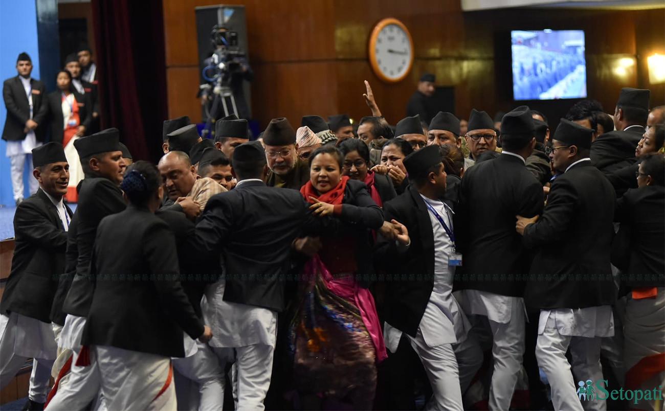 तस्बिरमा हेर्नुहोस्, कांग्रेसद्वारा संसद बैठक अवरोध
