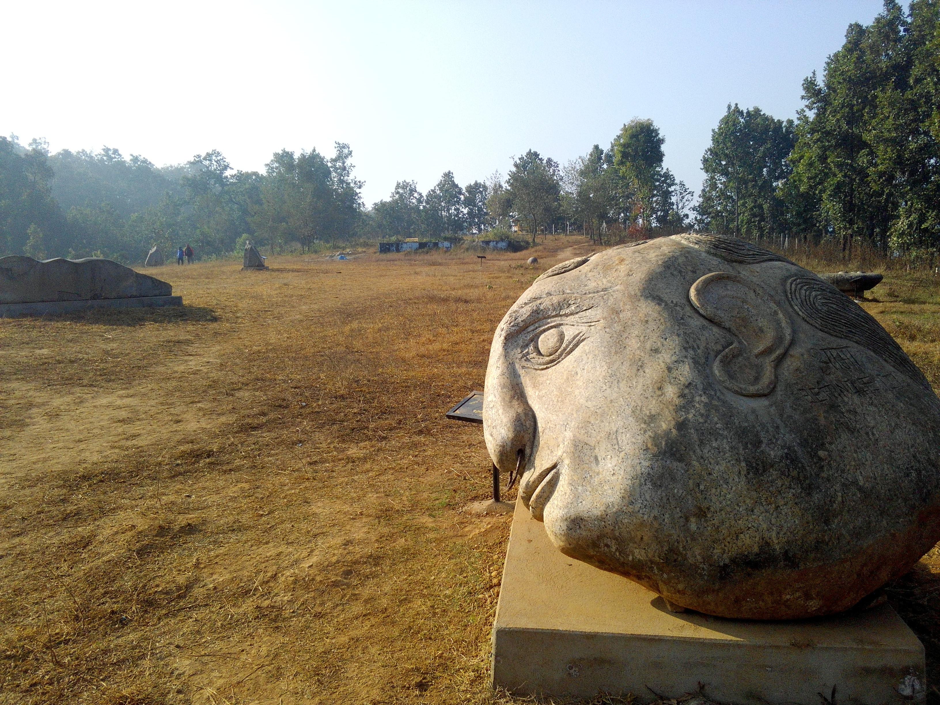 हेटौंडाको हर्नामाडीस्थित गुम्बा डाँडामा रहेको मूर्ति बगैंचा।