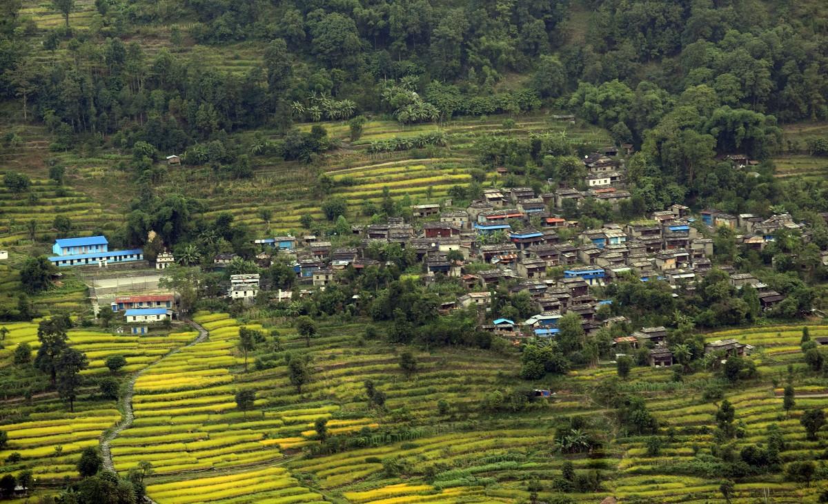 मगर समुदायको बसोबास रहेको म्याग्दीको अन्नपूर्ण गाउँपालिका–७ हिस्तानको सुन्दर औल गाउँ । तस्बिरः कमल खत्री/रासस