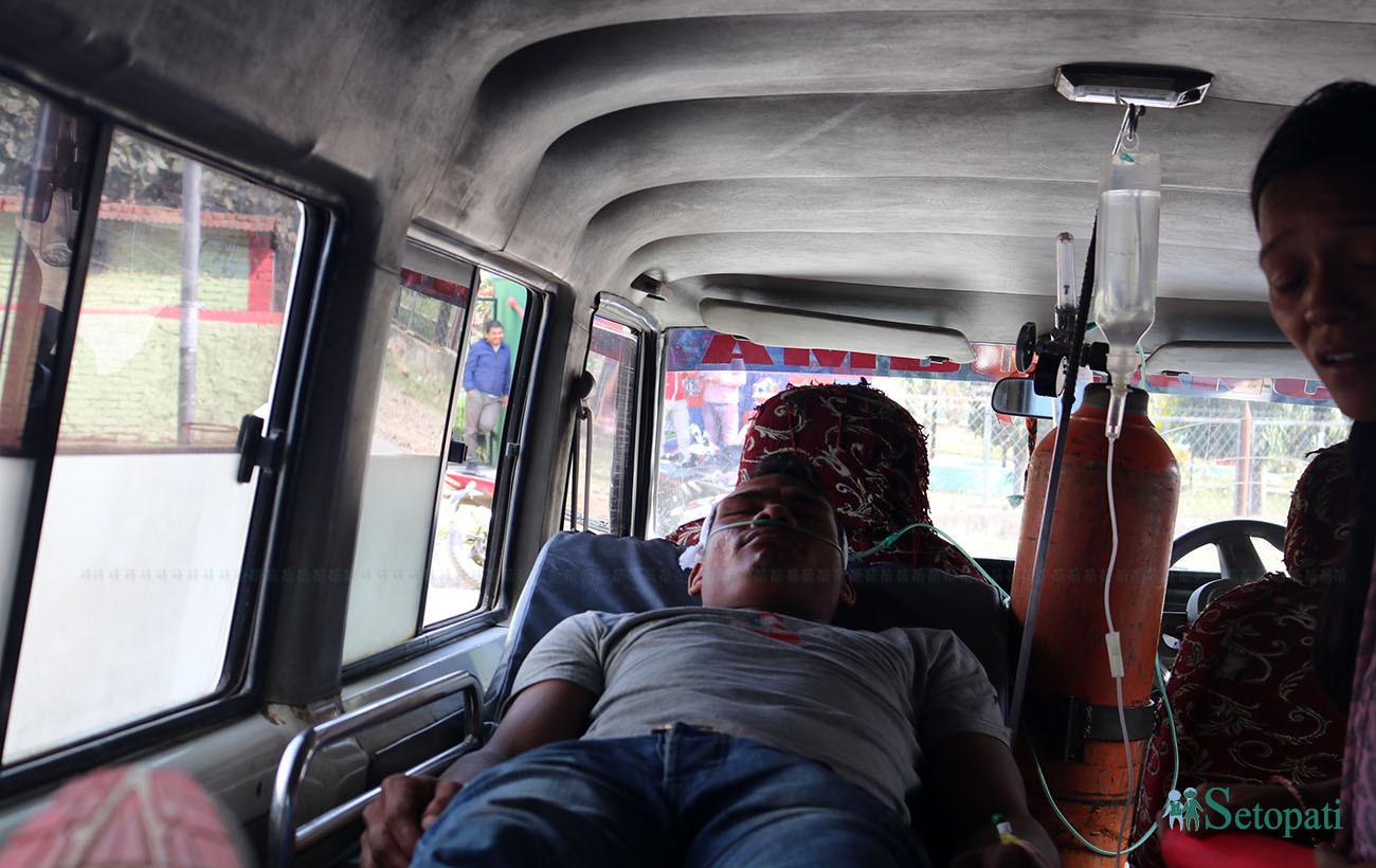 जवरजस्ती होली नदल्न आग्रह गर्दा प्रहरीमाथि निर्घात कुटपिट