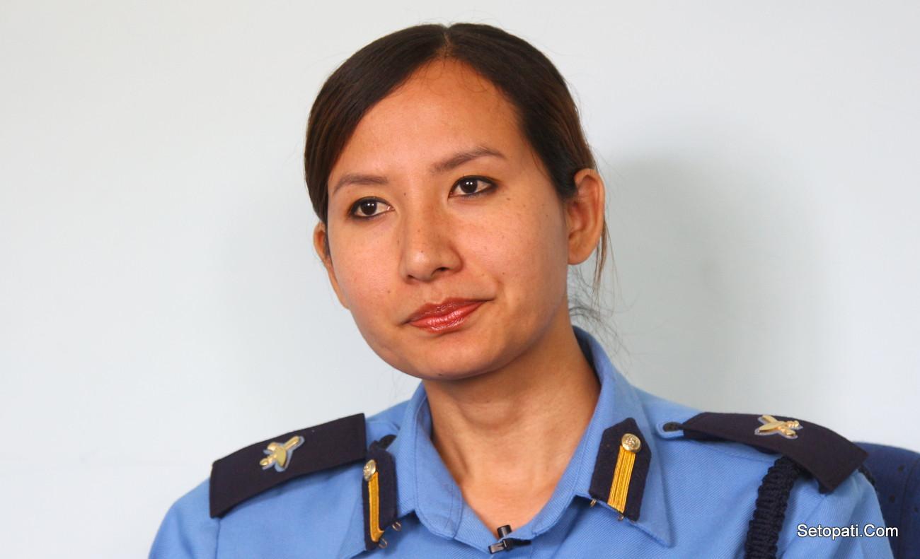 शर्मिला गुरुङ नेपाल प्रहरीकी अधिकृत हुन्। उनी हाल प्रहरी प्रधान कार्यालयमा कार्यरत छिन्। फोटो : निशा भण्डारी/सेतोपाटी