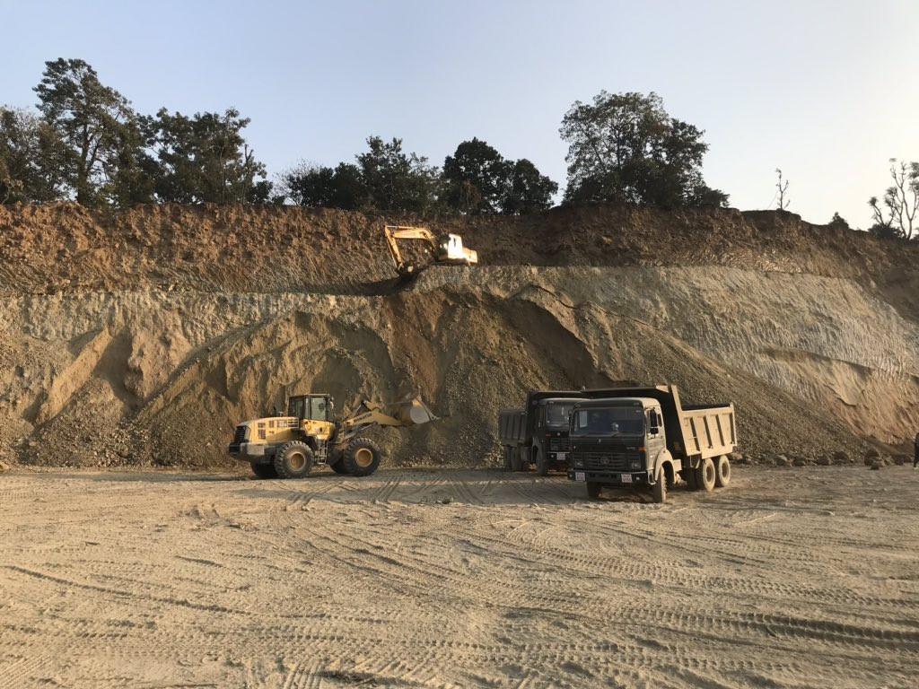 नेपाली सेनाले निर्माण गरिरहेको फास्ट ट्रयाक। फोटो: सेतोपाटी।