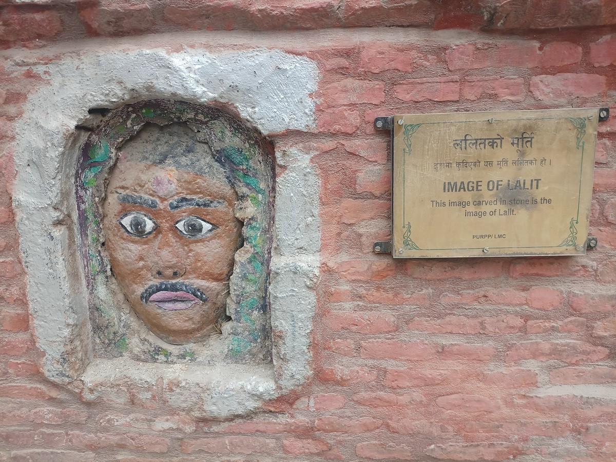 ढुंगामा कुँदिएको ललितको मूर्ति। तस्बिरः सबिना श्रेष्ठ/सेतोपाटी