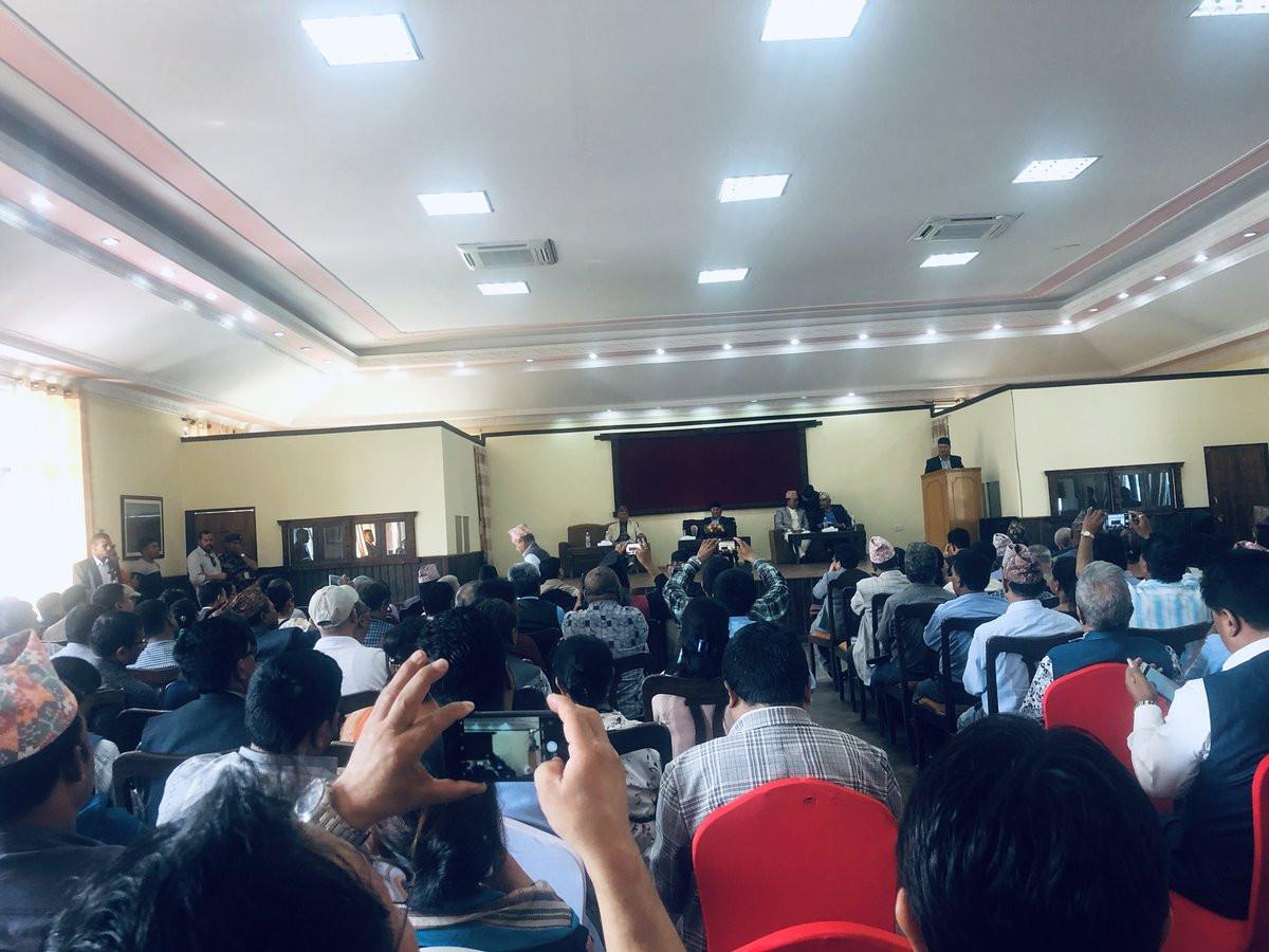 बालुवाटारमा प्रधानमन्त्री ओली र काठमाडौं उपत्यकाका जनप्रतिनिधिबीच भएको छलफल। तस्बिर :  बिष्णु रिमालको ट्वीटर।