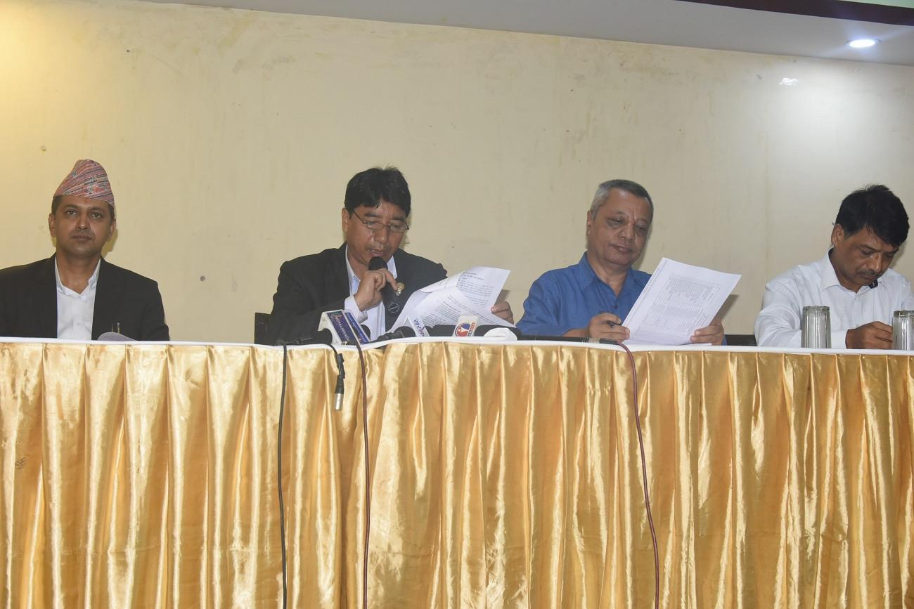 काठमाडौं महानगरपालिकाको नगरसभाले हालै पारित गरेको 'आर्थिक वर्ष २०७६/०७७ को नीति तथा कार्यक्रम' बारे जानकारी  दिइँदै। तस्बिर :  चन्द्रमणि भट्टराई