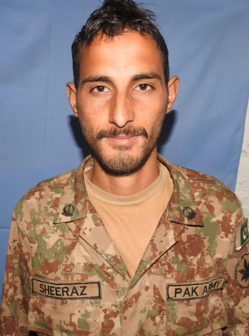 गोली हानाहानमा मारिएका पाकिस्तानी सैनिक।