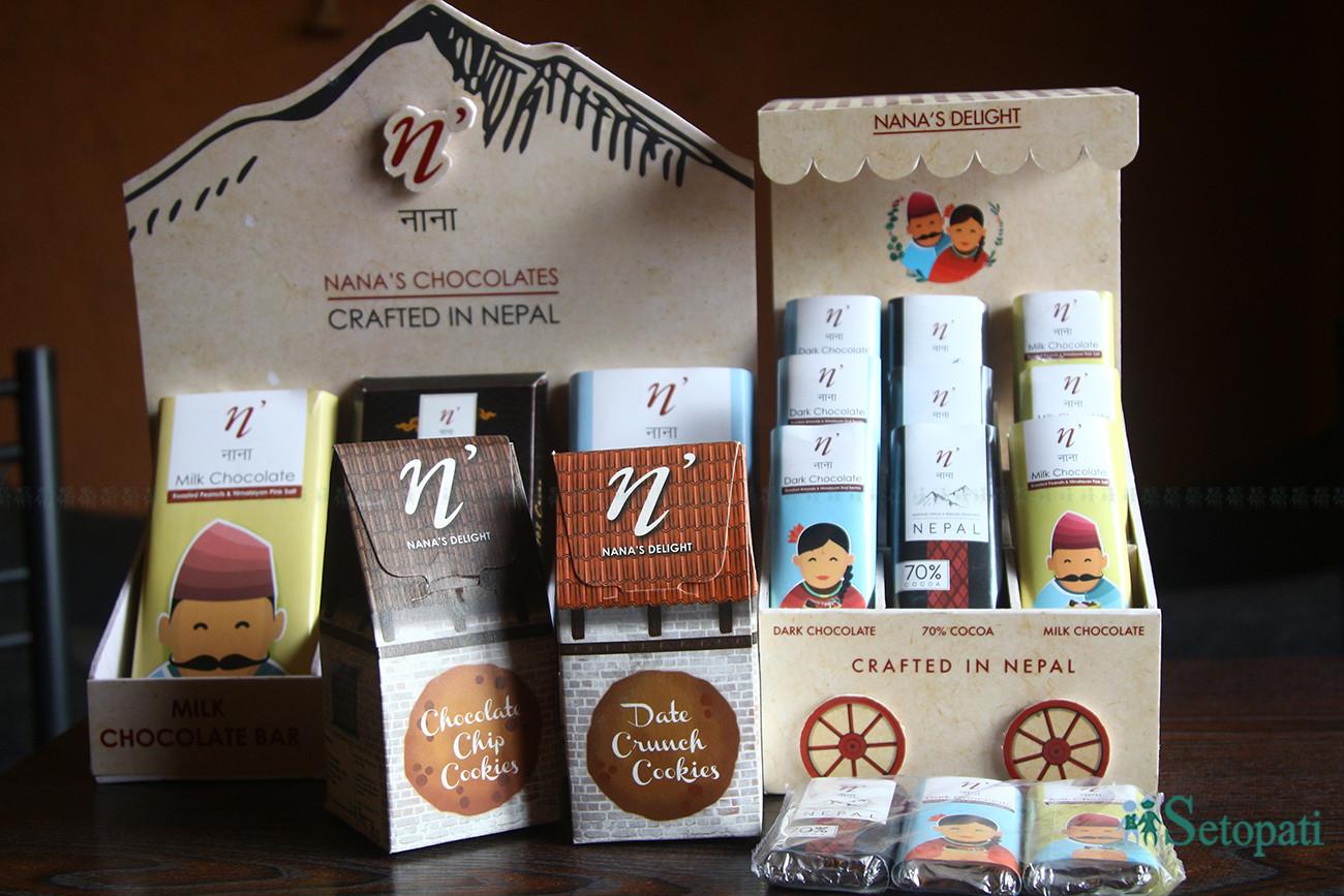 नाना डिलाइटका चकलेट र कुकिजहरू । तस्बिरः निशा भण्डारी/सेतोपाटी