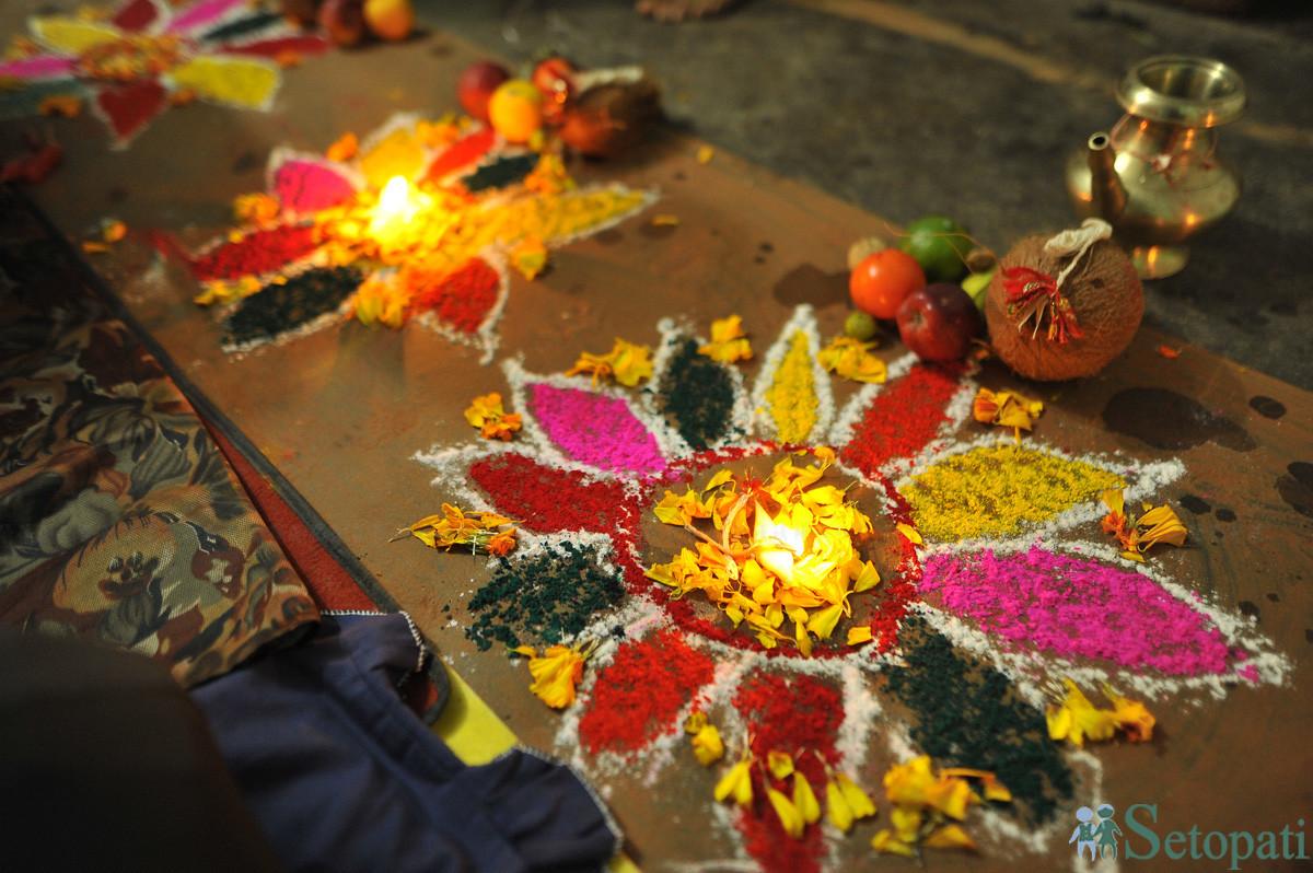 नेपाल सम्बतको पहिलो दिन पर्ने म्ह पूजा मनाउन तयार पारिएको मण्डप। तस्बिर: नारायण महर्जन/सेतोपाटी