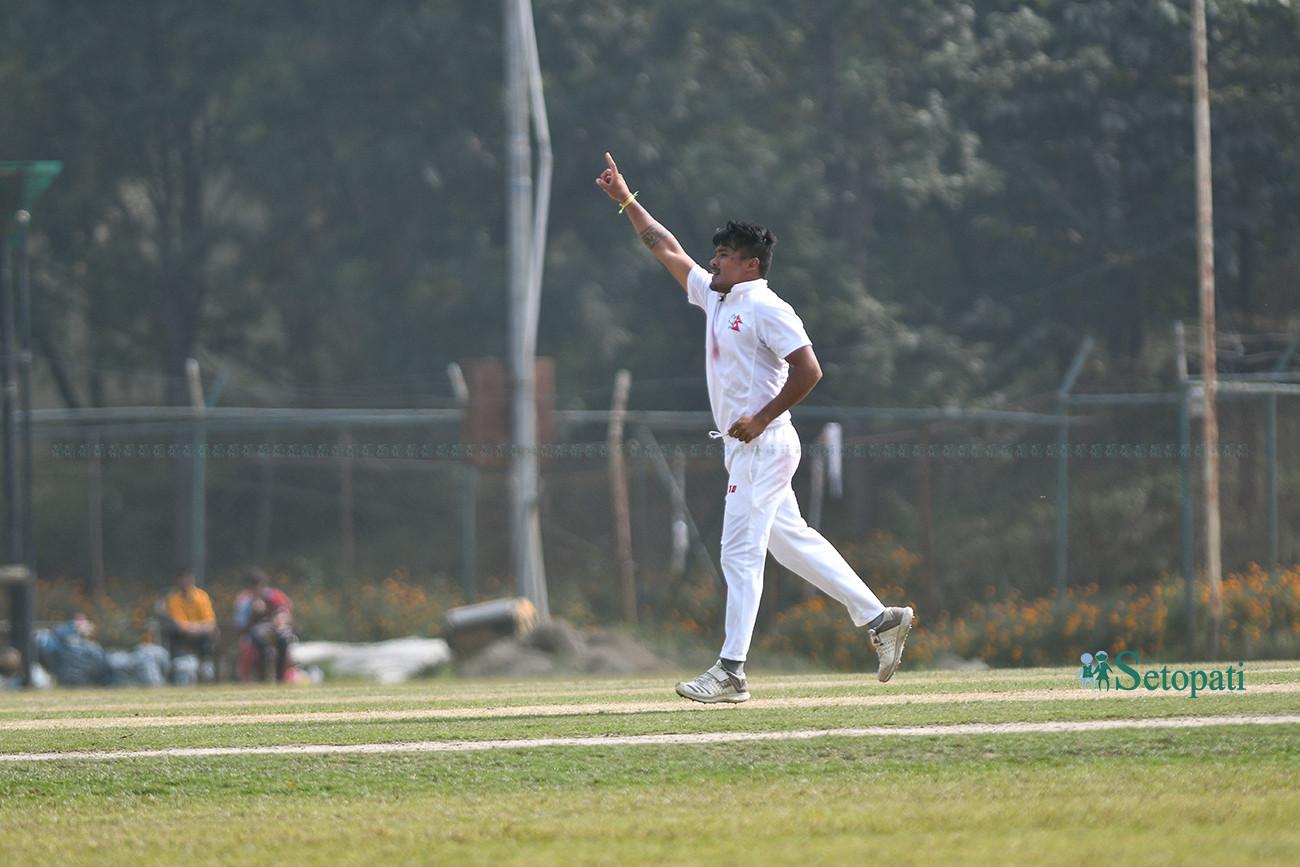 विकेट लिएपछि खुसी मनाउँदै करण केसी। तस्बिर : निशा भण्डारी/सेतोपाटी