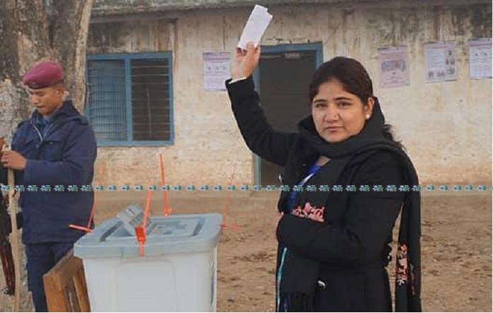 मतदान गर्दै विमला ओली।