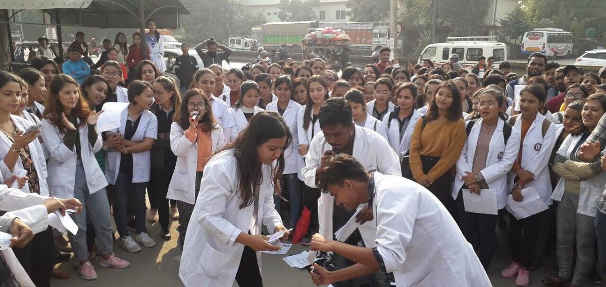 एमबिबिएस परीक्षा बहिस्कार गरेर विद्यार्थी आन्दोलनमा, सरकार निष्कृय