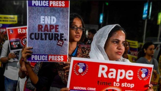 भारतको उत्तरप्रदेशमा बयान दिन अदालत जाँदै गरेकी बलात्कारपीडितलाई ज्युँदै जलाइयो