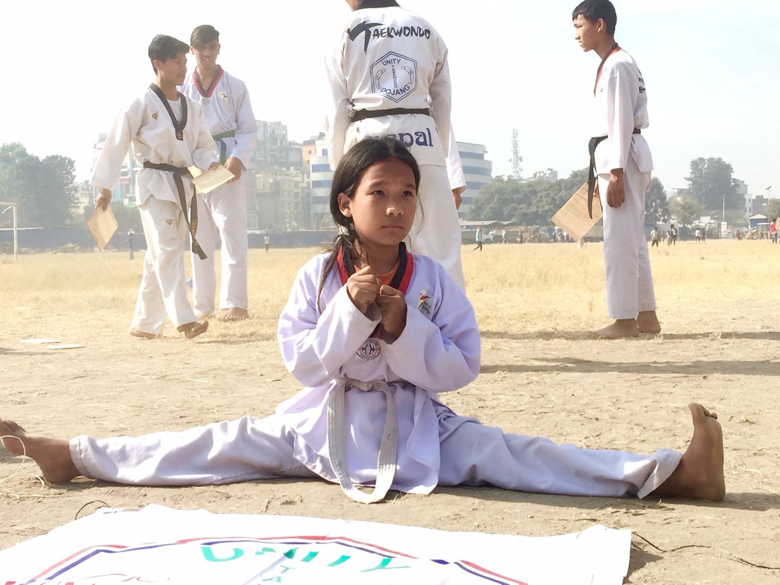 मुक्त टुँडिखेल अभियानअन्तर्गत शनिबार टुँडिखेलमा आफ्नो खेल प्रदर्शन गर्दै युनिटी तेक्वान्दो दोजाङका खेलाडी। तस्बिर: सुदीप श्रेष्ठ/सेतोपाटी
