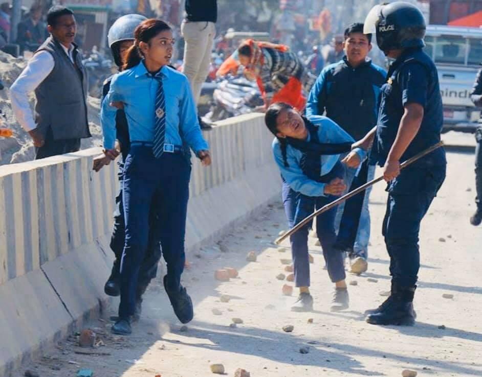 कोहलपुरमा प्रहरीको गोली लागेर दुई विद्यार्थी घाइते, हेलिकप्टरमा काठमाडौं ल्याउने तयारी