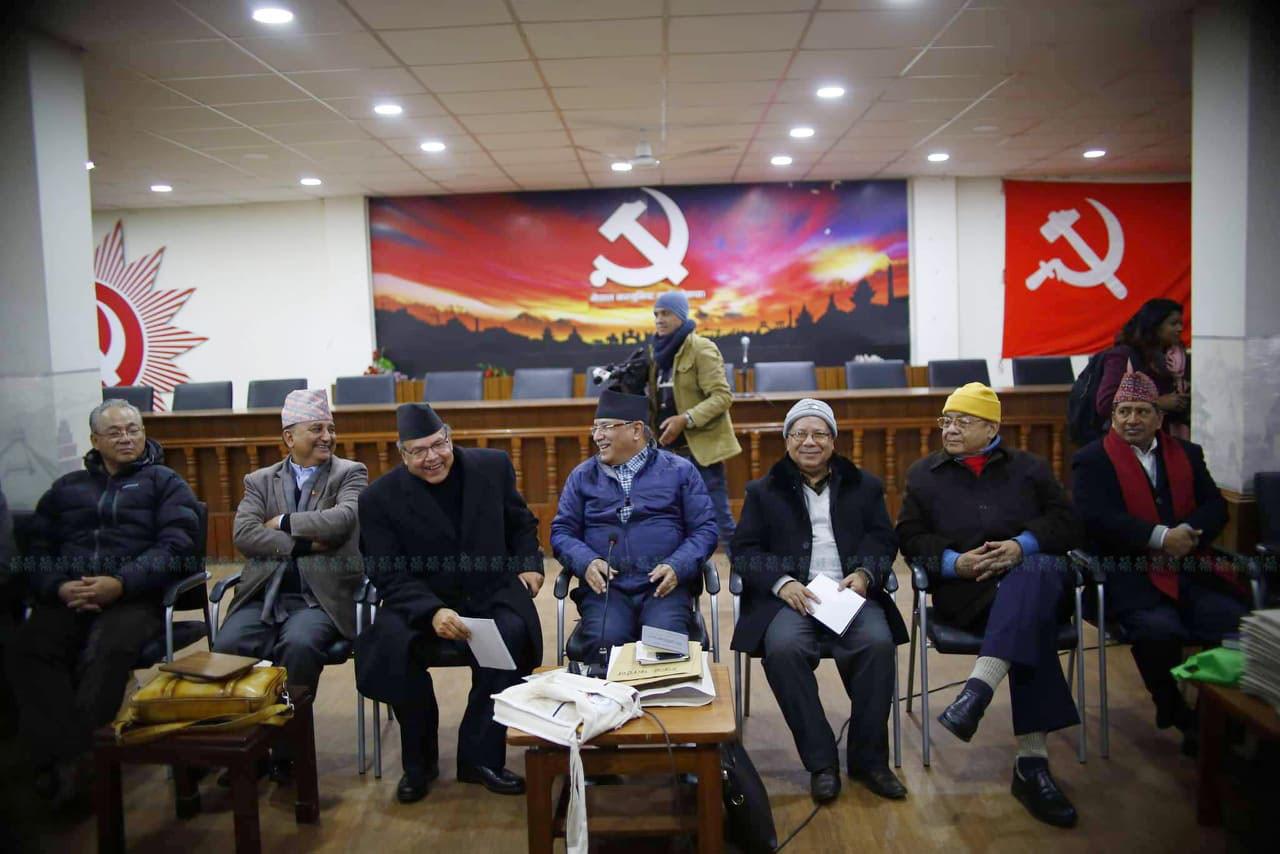आइतबार सुरू स्थायी समिति बैठकमा नेकपा नेताहरू। तस्बिर : निशा भण्डारी/सेतोपाटी