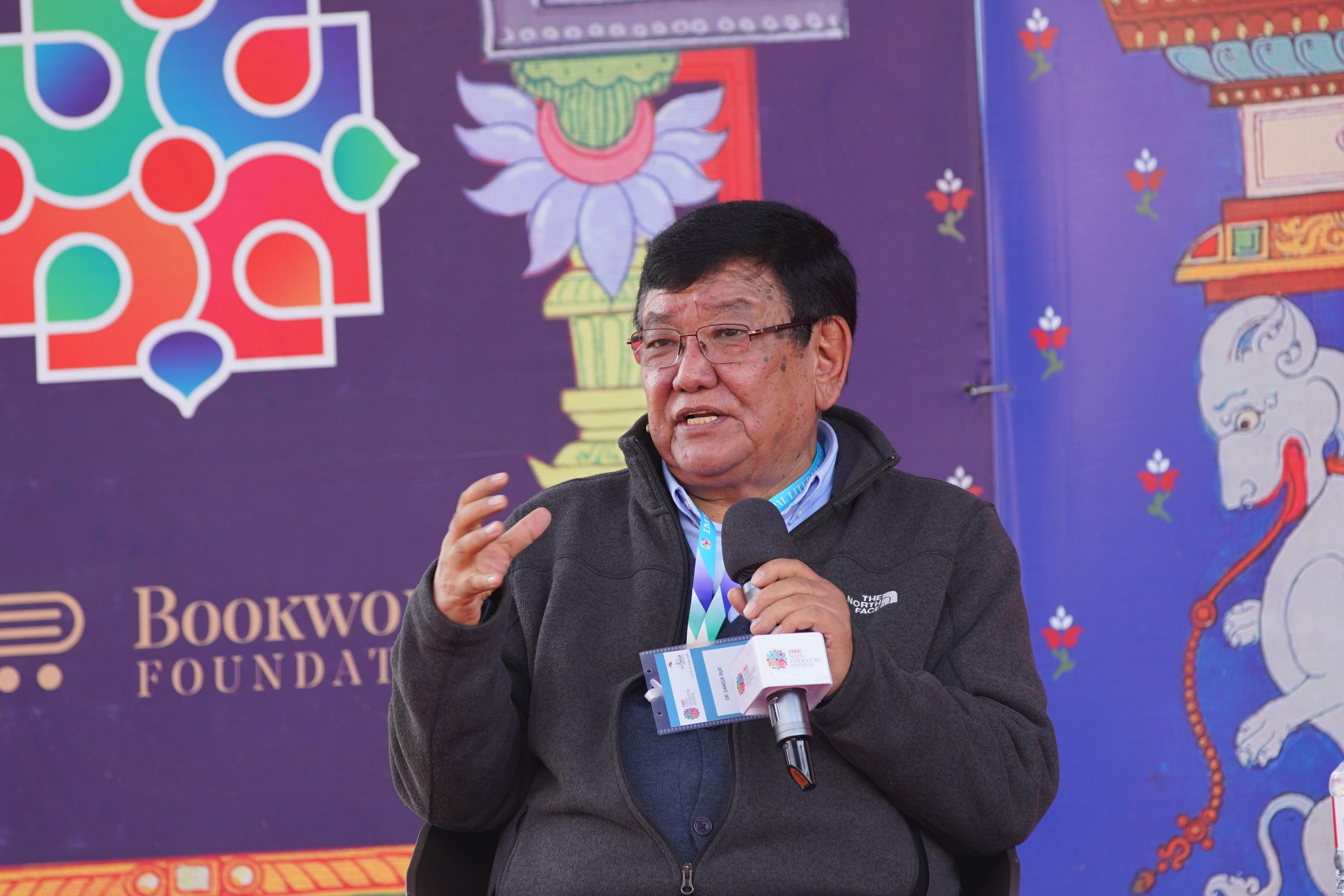 पोखरामा जारी नेपाल साहित्य महोत्सवमा डा. सन्दुक रूइत।