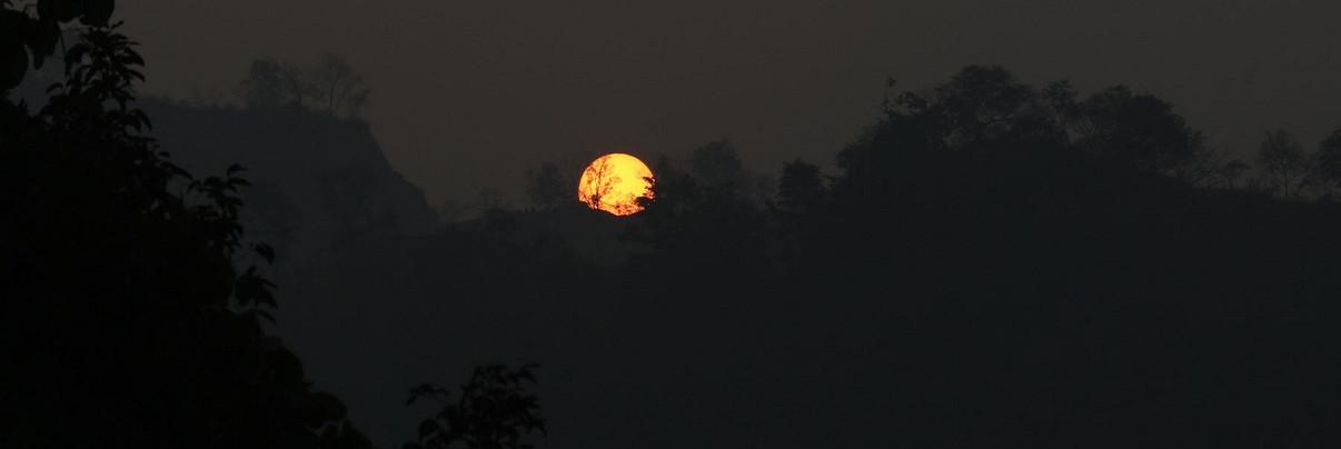 रूकुम पश्चिमको मुसिकोटबाट देखिएको सूर्यदयको रमाईलो दृष्य। तस्वीर: रत्न श्रेष्ठ/रासस