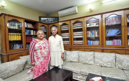 दुर्गा सुवेदी पत्नी सुशीला कार्कीसँग। तस्बिर: नारायण महर्जन/सेतोपाटी