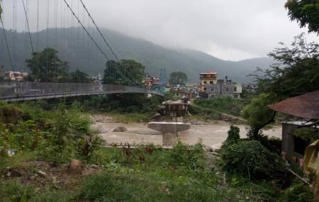 बुटवल वडा नं. १ र ३ जोड्ने पुल्चोकस्थित तिनाउ नदी पुल। तस्बिर: भगवती पाण्डे/सेतोपाटी