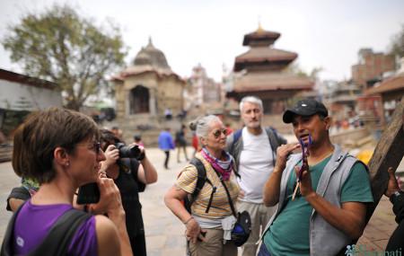 बसन्तपुरमा विदेशी पर्यटक। तस्बिरः नारायण महर्जन