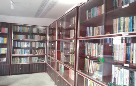 सुर्खेतस्थित कारागारमा स्थापना गरिएको पुस्तकालय । तस्बिर : दिपकजंग शाही/सेतोपाटी