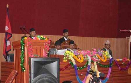 आर्थिक वर्ष ०७६/७७ को नीति तथा कार्यक्रम प्रस्तुत गर्दै कर्णाली प्रदेशका प्रमुख दुर्गाकेशर खनाल।