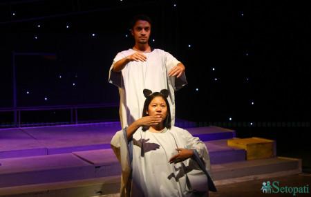 नाटकको दृश्य। तस्बिरः निशा भण्डारी/सेतोपाटी