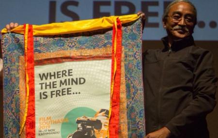 दक्षिण एसियाली चलचित्र महोत्सवको उद्घाटनमा गायक अमृत गुरुङ। तस्बिर सौजन्यः कनकमणि दीक्षित