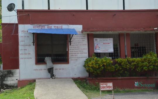 लुम्बिनी अञ्चल अस्पताल परिसरमा रहेको आर्थिक समस्याका कारण उपचार गर्न नसक्नेलाई अस्पतालबाटै निःशुल्क औषधि उपलब्ध गराउने सामाजिक सेवा ईकाई। तस्बिरः भगवती