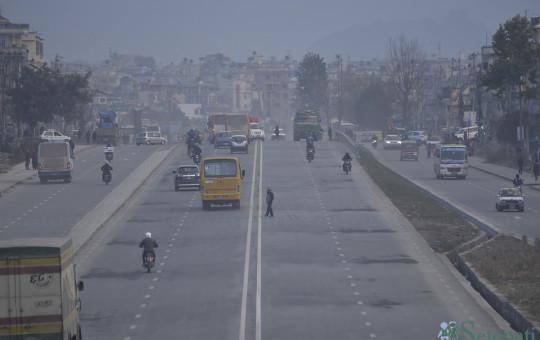 चिनीयाँ कम्पनीले बनाएको काठमाडौं ८ लेन फराकिलो रिङरोड। तस्बिरः नारायण महर्जन