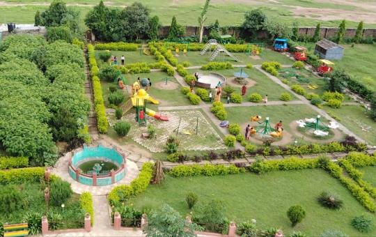 वीरेन्द्रनगर–६ मा रहेको घण्टाघर पार्कभित्रको बाल उद्यान।
