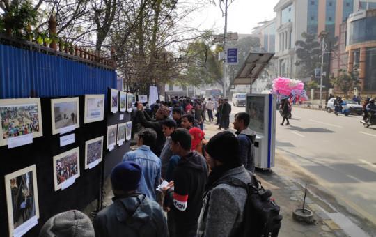 'अकुपाई टुँडिखेल' अभियानको एघारौं साताको कार्यक्रमअन्तर्गत शनिबार खुलामञ्चमा आयोजित तस्बिर प्रदर्शनी।